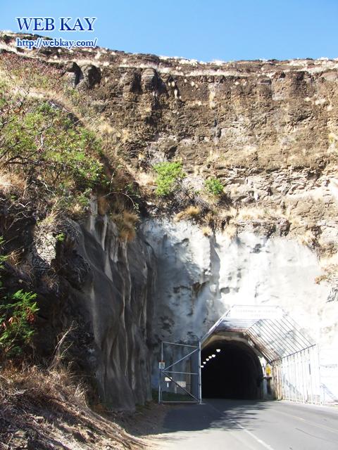 ダイヤモンドヘッド入り口前のトンネル