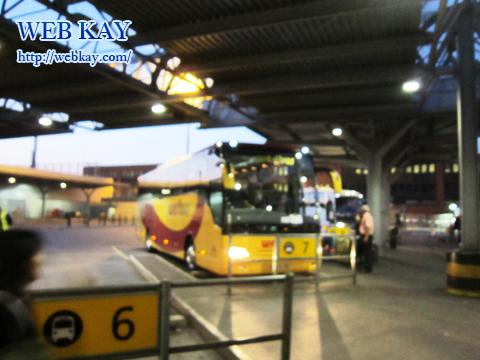 ヒースロー空港 heathrow airport バス亭 Bus Stop