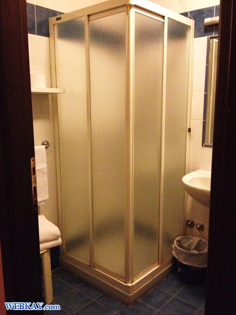 トレッツァーノ・ローザのホテル「PRIMO MAGGIO(プリモ・マッジオ)」 風呂 シャワー