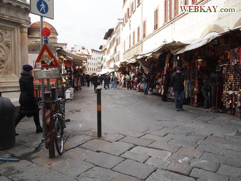 旧聖具室(Sagrestia Vecchia)横の出店 イタリア旅行 フィレンツェ