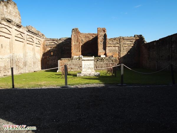 ヴェスパシアヌス神殿 ポンペイ Pompeii 世界遺産 オプショナルツアー 観光 イタリア周遊 旅行