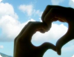heart love hand ハートを描く手