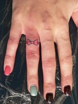 Tattoo Designs タトゥー 薬指にリボン