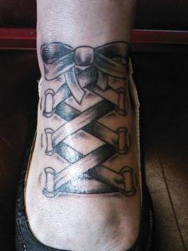 Tattoo Designs タトゥー リボン ribbon 脚 足 靴紐みたいだね